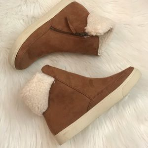Universal Thread Ankle Boots 7.5